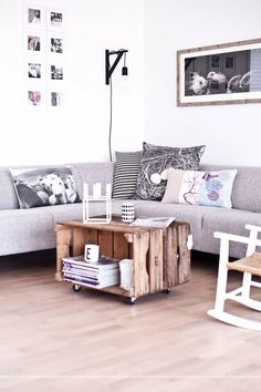 Wooden boxes: make a small loft decor - new - Haus Dekoration ideen 2019 - Decoration Furniture, Home Living Room, Interior, Loft Decor, Home Decor, House Interior, Home Deco, Interior Design, Home And Living