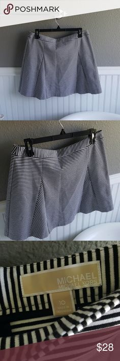 LIKE NEW Michael Kors Skirt! Selling a LIKE NEW Michael Kors Skirt! This skirt is super adorable! Black and white, right above the knee, cute sophisticated style! Size 10. MICHAEL Michael Kors Skirts