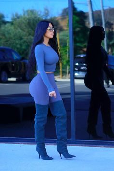 Kim Kardashian & Kylie Jenner Arrive for a Photo Shoot in LA!: Photo Kim Kardashian and Kylie Jenner are striking a pose! The Keeping Up With The Kardashians stars were spotted arriving for a photo shoot on Tuesday (June in… Robert Kardashian, Kim Kardashian Kylie Jenner, Estilo Kardashian, Kardashian Style, Kardashian Girls, Orange Outfits, Jenner Style, Look At You, Swagg