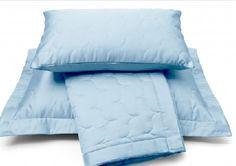 Sprei SATIN,satijn.Merk:vandyck,kleur:dusty bleu Maat:180 x 260, 260 x 270 cm Slaapkamers, bedtextiel, sierkussens en accessoires  www.theobot.nl Zwaag / Hoorn
