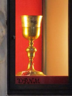 Close up- Eucharistic Miracle of Asti 1718: While Fr. Francesco Scotto elevated the consecrated host, Dr. Ambrogio realized the Blessed Sacrament was divided into two Parts, he asked if he can get a new host for the priest. Meanwhile,while Fr. Scotto elevated the broken Host, he found two parts of it tainted with Blood. The bottom of the cup also had Blood,& little stains were on the same corporal. Ambrogio later arrived with the new host,he saw the Host was that was with Fr. Scotto was…