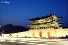 경복궁 광화문 [Gwanghwamun, 景福宮光化門]_seoul,korea Places Around The World, Around The Worlds, Japanese Gate, Sea Of Azov, Sea Of Japan, Korean Peninsula, Jeju Island, Seoul Korea, Architecture Old