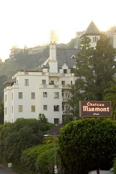 Chateau Marmont, Los Angeles--i want to go to there! Universal Studios, In And Out Burger, Mulholland Drive, California Dreamin', Los Angeles California, California Camping, Hollywood Hills, West Hollywood, La Jolla