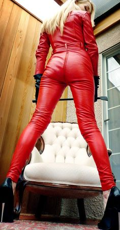 Mistress Eleise de Lacy in red leather catsuit Leather Pants Outfit, Leather Jumpsuit, Leather Dresses, Faux Leather Leggings, Lederhosen Outfit, Bright Pants, Mode Latex, Latex Dress, Culottes