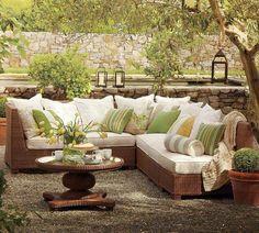 Il existe un vaste choix d'ameublement de jardin, le secret résides dans les accessoires déco