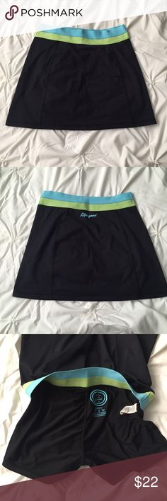 Life is Good Black Green/Blue Skort Golf/Tennis Life is Good Black Green/Blue Skort for Golf/Tennis size small   ---- 🚭 All items are from a non-smoking home. 👆🏻Item is as described, feel free to ask questions. 📦 I am a fast shipper with excellent ratings. 👗I do bundle discounts and am open to trades. 😍 Like this item? Check out the rest of my closet! 💖 Thanks for looking! Life is Good Shorts Skorts