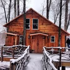 The White Oak Treehouse, sleeps up to 6. Is warm and cozy in the winter!