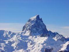 Le Pic du Midi d'Ossau enneigé, pris depuis la station d'Artouste...  Retrouvez toutes les informations sur www.ossau-pyrenees.com