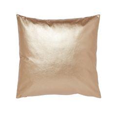 Koristetyyny Delly. Koristetyyny nahkaa muistuttavaa materiaalia. Irrallinen sisätyyny polyesteriä, joten päällisen saa helposti pestyä. Konepesu 40 asteessa. 44x44