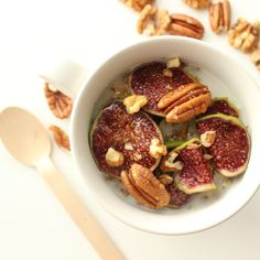 Oats with loads of nuts and figs (vegan and glutenfree) - find more healthy and delicious inspiration on my blog: www.healthyhappysteffi.com