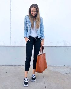 denim jacket and black joggers outfit Cute Casual Outfits, Casual Chic, Fall Outfits, Denim Joggers Outfit, Women Joggers Outfit, Denim Jacket Outfits, How To Wear Denim Jacket, Denim Jacket With Dress, Joggers Womens
