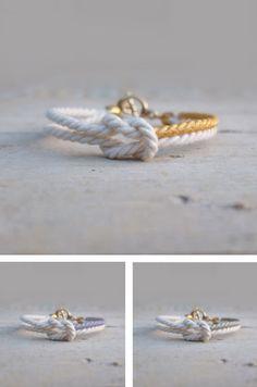 He encontrado este interesante anuncio de Etsy en https://www.etsy.com/es/listing/116627951/valentines-bracelet-white-cord-infinity