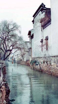 River old walls Places To Travel, Places To Go, Chinese Buildings, Beautiful Places, Beautiful Pictures, Asian Architecture, Classic Building, Chinese Landscape, Beauty Around The World