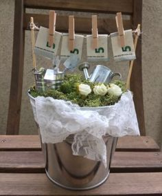 Save € (or more) on your wedding money with these savings tips . Food Gifts, Diy Gifts, Don D'argent, Diy Wedding, Wedding Gifts, Money Images, Creative Money Gifts, Diy Cadeau, 30th Birthday Gifts
