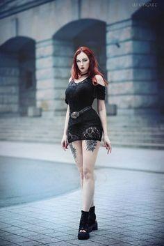 Revena, look at that body. Goth Beauty, Dark Beauty, Steampunk Fashion, Gothic Fashion, Chica Dark, Steam Girl, Hot Goth Girls, Goth Look, Estilo Rock