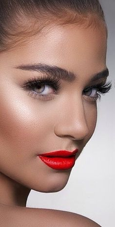 Bold lips and glowing sun kissed skin, and I love the shimmery/ dewy highlight above the cheek bones/ near the temple to create the look of high and pronounced cheek bones