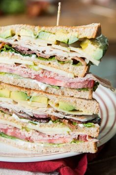So you think you love club sandwiches, do you? You don't know good until you've had the BEST Triple Decker Club Sandwich. So you think you love club sandwiches, do you? You don't know good until you've had the BEST Triple Decker Club Sandwich. Club Sandwich Receta, Club Sandwich Recipes, Soup And Sandwich, Lunch Recipes, Cooking Recipes, Tofu Recipes, Chicken Sandwich, Cheese Recipes, Chicken Recipes