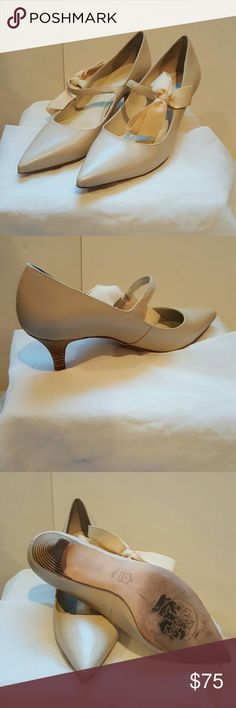 """Tory Burch Leather Pointed Toe Pumps Cute shies, vintage look. Accent bow, 2"""" heel. Nice condition Tory Burch Shoes Heels"""