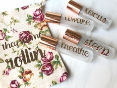 This set features frosted clear rollers with rose gold caps and labels with glass or stainless steel inserts. Glass Roller Bottles, Roll On Bottles, Curly Hair Tips, Curly Hair Styles, Packaging Ideas, Packaging Design, Luxe Oil, Eos Products, Essential Oils For Kids