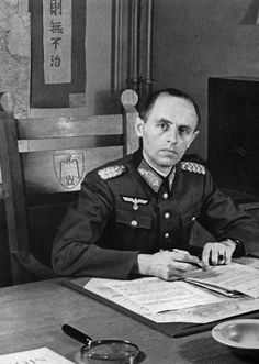 Generalmajor Reinhard Gehlen behind his desk, 1940s