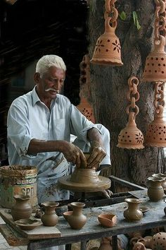 Want to learn to make pottery! ☆ Lok Virsa Festival 06 (by Ghazi Ghulamraza) Islamabad, Pakistan We Are The World, People Of The World, Pakistani Culture, Amazing India, Indian People, Sand Crafts, Diy Crafts, Dollar Store Crafts, Crafts For Girls