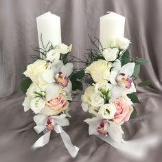 Flower Arrangements Simple, Pillar Candles, Table Decorations, Wedding Dresses, Bouquets, Flowers, Wedding Ideas, Art, Fashion