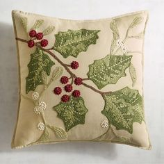 Traditional Holly Leaves Pillow - Clarissa Home Christmas Applique, Christmas Sewing, Christmas Embroidery, Christmas Projects, Christmas Home, Christmas 2019, Christmas Holidays, Christmas Cushions, Christmas Pillow