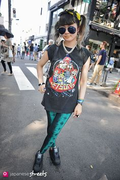 - Japanese street fashion in Harajuku, Tokyo. On point! Street Snap Fashion, Japanese Street Fashion, Tokyo Fashion, Harajuku Fashion, Kawaii Fashion, Runway Fashion, Asian Street Style, Street Style Summer, Girl Fashion Style