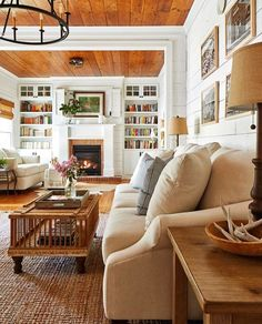 Southern Living Rooms, Cottage Living Rooms, Cottage Interiors, Home Living Room, Living Area, Living Room Designs, Living Spaces, Southern Cottage Homes, Living Room Throws