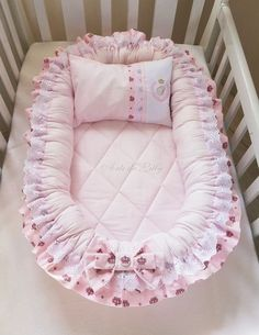 New Ideas for sewing baby projects newborns sleeping bags Baby Bassinet, Baby Cribs, Baby Nest Pattern, Newborn Sleeping Bag, Sleeping Bags, Baby Sewing Projects, Baby Pillows, Kids And Parenting, Baby Quilts