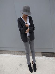 Light grey skinny jeans, black ankle boots, white t-shirt, dark grey cardigan (use marled cardigan), black belt