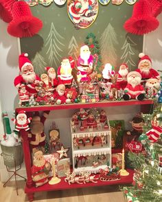 I love looking at Santa's village ! I wonder what he thinks about all this crazy going on here today ! He probably can't wait to spend… Christmas Mantels, Retro Christmas, Santa Christmas, Vintage Holiday, All Things Christmas, Christmas Home, Holiday Fun, Christmas Crafts, Christmas Decorations