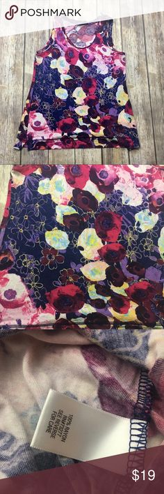 🎈 Simply Vera Wang Water Color Design Tank Top Water color flower design tank top. Size small. In excellent used condition. Soft comfortable Rayon material. 26 inches long. 18 inches arm pit to arm pit without stretching material. Vera Wang Tops Tank Tops