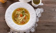 If you have no appetite after stomach flu, when you feel better, drink lots of fluids and eat nutritious foods containing protein, probiotics and electrolytes that will help you recover quickly. Stomach Flu Food, Foods That Contain Protein, Chicken Noodle Soup, Foods To Eat, Cooking With Kids, Meal Planner, Southern Recipes, Nutritious Meals, Soups And Stews