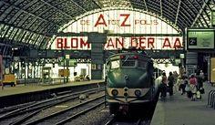 Amsterdam, 1972: Centraal Station met een Groene Hondenkop (trein)