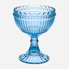 Iittala Mariskooli bowl. A famous collab w/ Marimekko. I have two of these in the house, one peacock blue/green and one frosted white one.