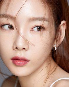 Taeyeon natural make up Girls Generation, Girls' Generation Taeyeon, Sooyoung, Yoona Snsd, Taeyeon Fashion, Korean Makeup Look, Kim Tae Yeon, Asian Eyes, Beautiful Asian Girls