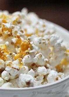Apple, Cheddar & Rosemary Popcorn | Je Mange la Ville