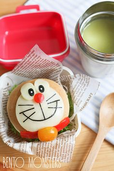 Bento, Monsters: Doreamon Burger (Great site for tutorials and recipes) Japanese Bread, Japanese Food Art, Japanese Sweets, Bento And Co, Bento Box, Lunch Box, Bread Recipes For Kids, Snack Recipes, Kawaii Cooking