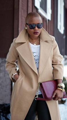 coats inspiration Womens oversized coat fashion I wpuld replace the gold jewelry with rose gold but I like the look!Womens oversized coat fashion I wpuld replace the gold jewelry with rose gold but I like the look! Moda Funky, Funky Fashion, Womens Fashion, Fashion Ideas, Fashion Inspiration, Afro, Fashion Souls, Bald Women, Outfits Mujer
