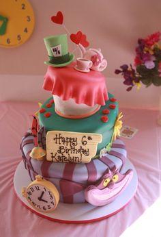 """recette gâteau anniversaire thermomix : pièce montée à trois étages inspirée de """"Alice aux Pays des Merveilles"""""""