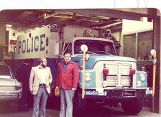 NYPD RESCUE TRUCK NEW YORK 1980 by through their eyes, via Flickr Old Police Cars, Police Truck, Emergency Vehicles, Police Vehicles, Police Crime, New York Police, Photos Of Eyes, Police Uniforms, Special Ops