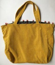 Grand sac fourre-tout décontracté en tissu velours. - Octavie à Paris Girl Dress Patterns, Blouse Patterns, Skirt Patterns, Maxi Dress Tutorials, Coin Couture, Fleece Hats, Diy Tote Bag, Purses And Bags, Sewing Projects
