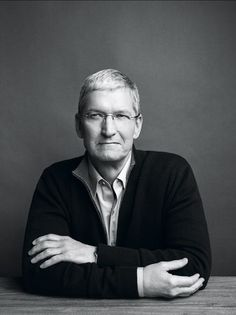 Civil disobedience 😳😳😳🍷Tim Cook, Apple CEO photographed in Cupertino, CA. Corporate Portrait, Business Portrait, Business Headshots, Portrait Photography Men, Classic Portraits, People Icon, People Of Interest, Poses For Men, Steve Jobs