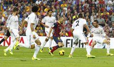 Iniesta, con el Barça, rodeado de cinco jugadores del Real Madrid en la 2013-2014