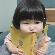 - Best Picture For kids painting For Your Taste You are looking for something, and it is going to t - Cute Baby Meme, Cute Baby Videos, Cute Baby Boy, Cute Little Baby, Little Babies, Cute Kids, Baby Kids, Cute Asian Babies, Asian Kids