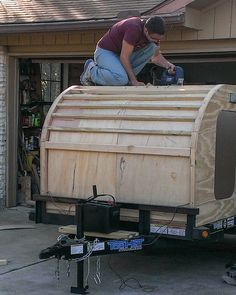 This guy built a homemade tear drop camper without any prior experience. No plans, no guides, pure guts! Take the photo tour below.
