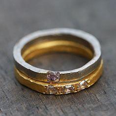 Alliances or gris & or jaune, diamants roses, Esther Assouline pour l'Atelier des Bijoux Créateurs.