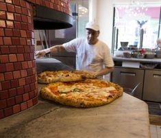 Um dos dois fornos da Pizzeria Salvo. Para mim, a melhor de Nápoles