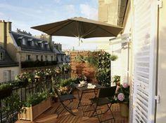 Balkon gemütlich gestalten Ideen Holz Boden Belag Pflanzen